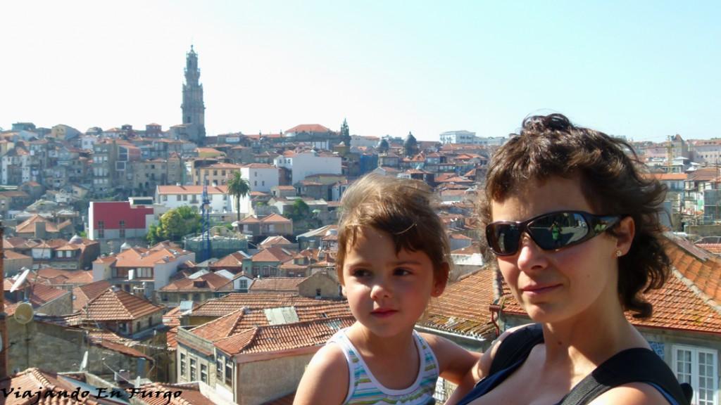 Desde la plaza de la Catedral. La Torre de los Clérigos al fondo