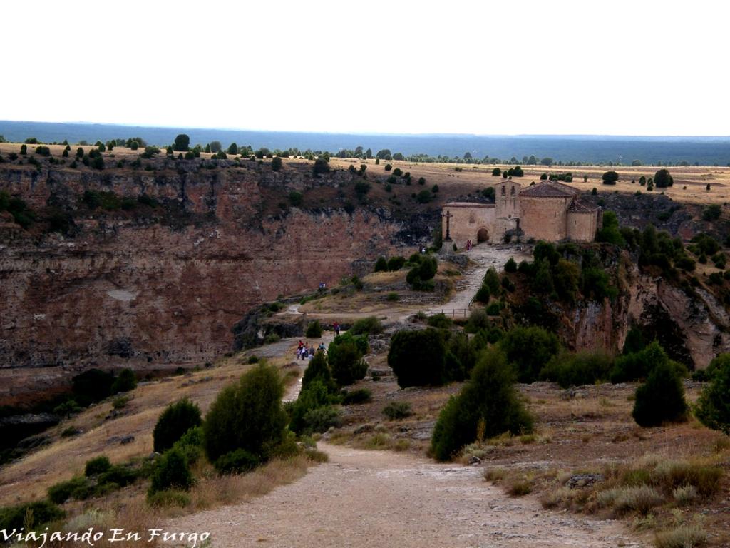 Camino a la ermita de San Frutos