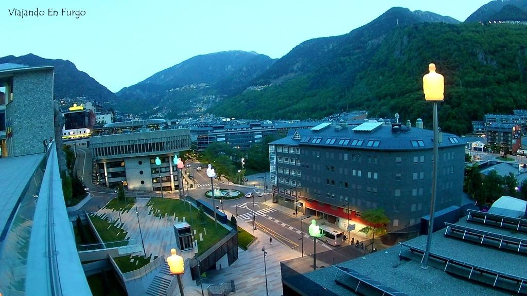 Anochece en Andorra la Vella